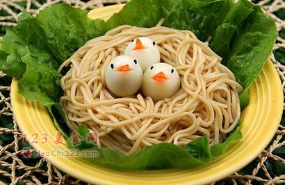 给宝宝做一道简单又可爱的面条餐